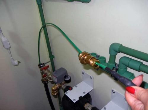 установка греющего кабеля внутри трубы