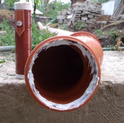 чем замазать канализационную трубу