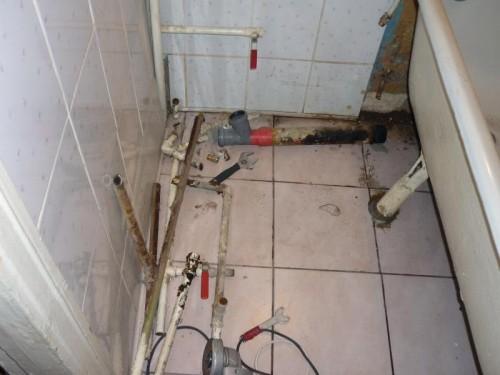 как поменять канализационную трубу своими руками