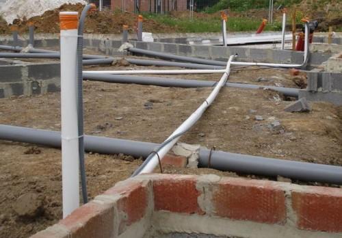 прокладка канализационных труб в доме