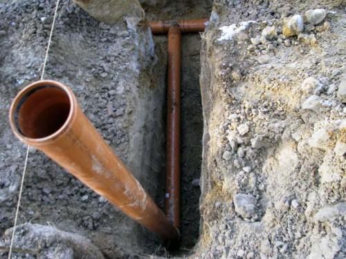 как уложить канализационные трубы