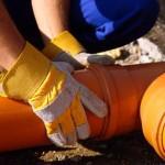 Как выполнить укладку канализационных труб