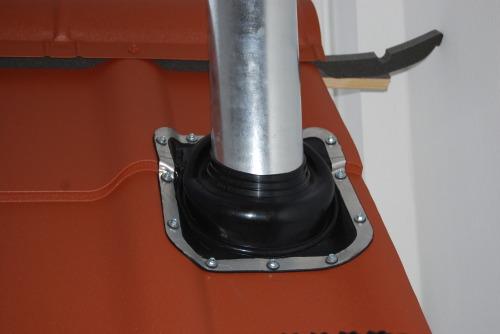 Установка воздуховода с выходом через крышу с использованием силиконовой манжеты
