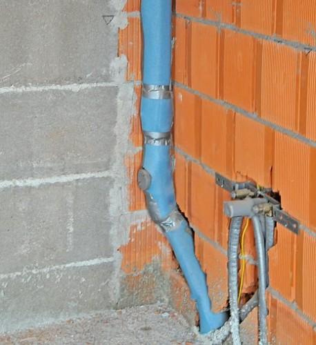 Шумоизоляция труб при помощи покрытия изолирующим материалом