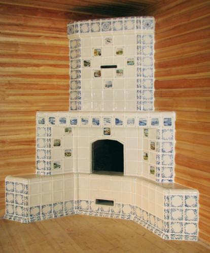 Кирпичный дымоход, украшенный плиткой