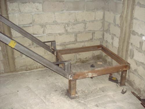Основа металлической лестницы