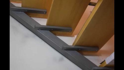 Простая конструкция металлической лестницы
