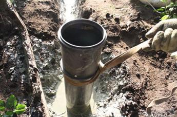 Уплотнение и фиксация обсадных труб