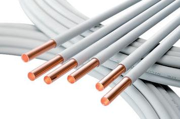 Медные трубы, защищенные пластиковой оплеткой