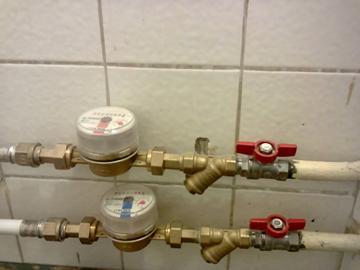 Краны, перекрывающее поступление воды в квартиру