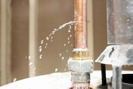 Протечка водопроводной трубы