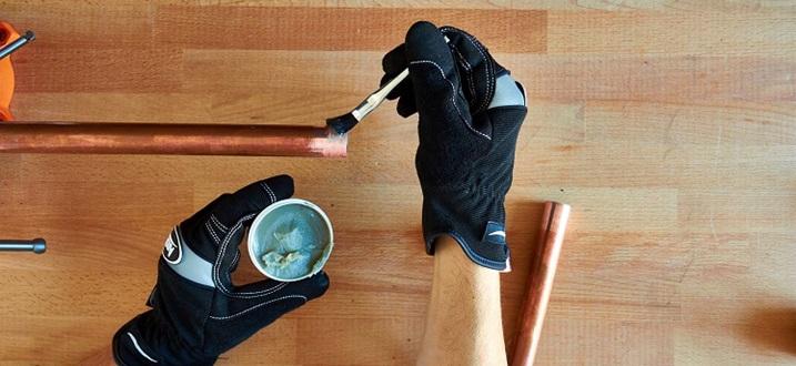 Обработка труб пастой для пайки