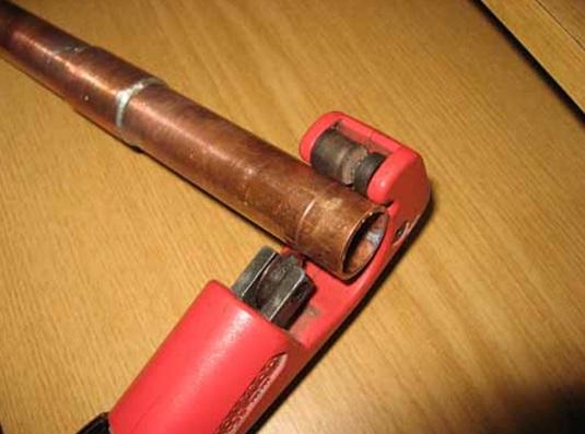 Нарезка труб для сборки трубопровода