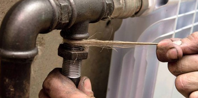 Уплотнение резьбы льняной нитью