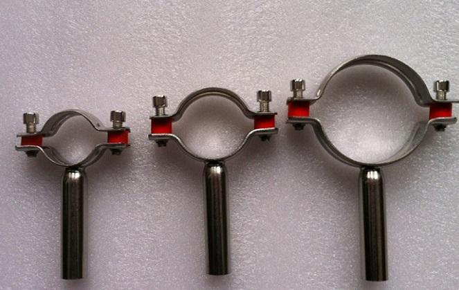 Хомут для стальной трубы следует выбирать исходя из ее диаметра