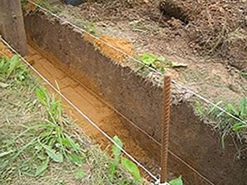 Траншея для трубопровода из асбестовых труб