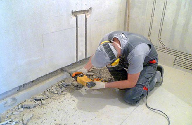 Подготовка пазов для прокладки труб и монтажа водорозеток