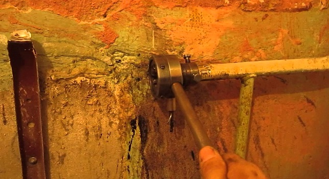 Нанесение резьбы на место монтажа арматуры