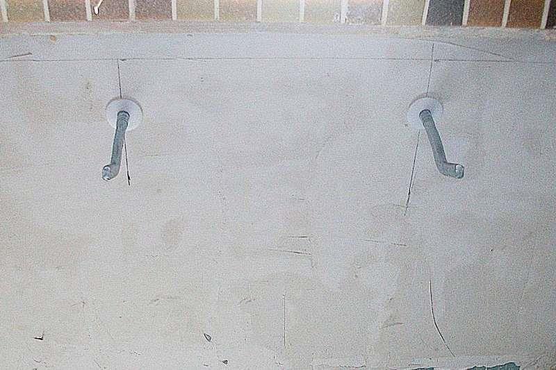 Установка кронштейнов для крепления радиатора