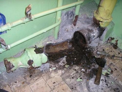 как снять чугунную канализационную трубу