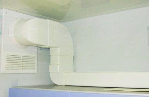 Воздуховод из пластика хорошо смотрится в интерьере