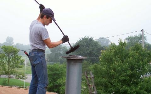 Механическая чистка дымоходного канала