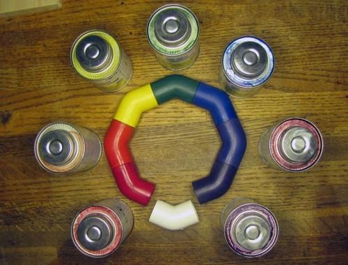 Для детской площадки можно сделать цветные яркие трубы при помощи краски