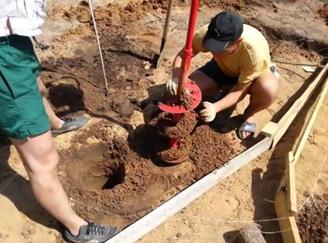 Образование ям для установки столбов