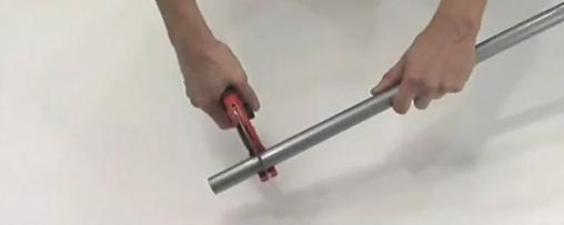 Процесс отреза трубы нужного размера
