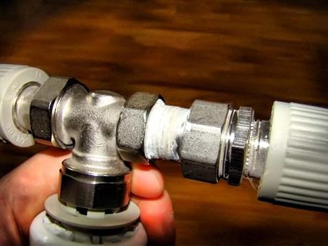 Уплотнение резьбы и фиксация вентиля