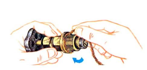Уплотнение резьбового соединения льняной нитью
