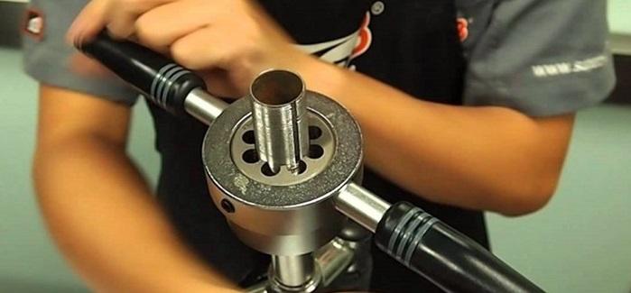 Нанесение наружной резьбы на металлическую трубу