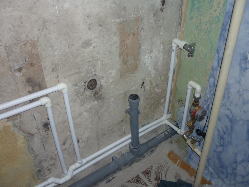 Смена водопроводных и канализационных труб в ванной комнате