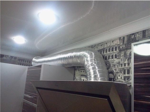 Устройство для очистки воздуха и соединительная гофра