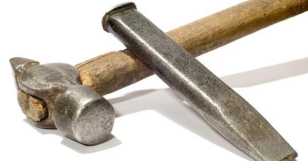 Зубило и молоток